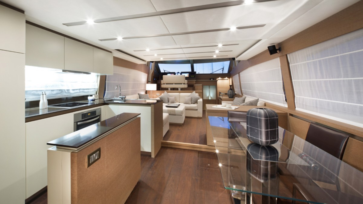 Prestige 750 - Galley